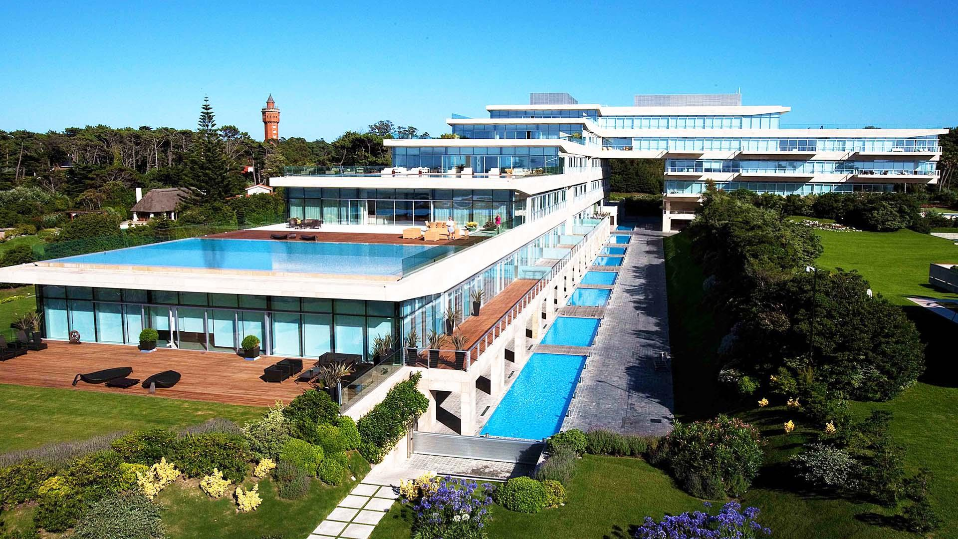 Impressive Condo with Ocean Views located in Punta del Este, Punta del Este, Uruguay, listed by Curiocity Villas.